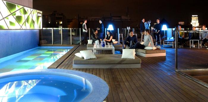 012 Sky Bar piscina noche
